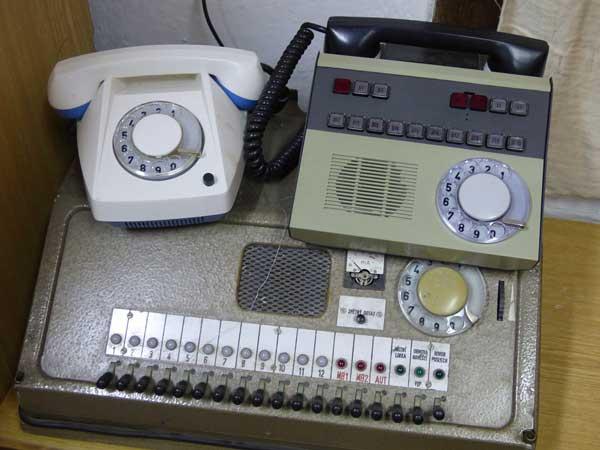 phones-older-600x450